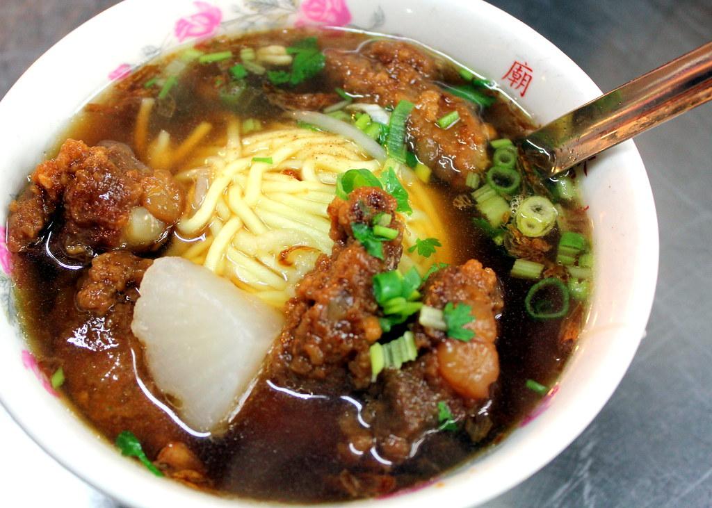 台北夜市小道:华西街夜市猪肉肋骨面条