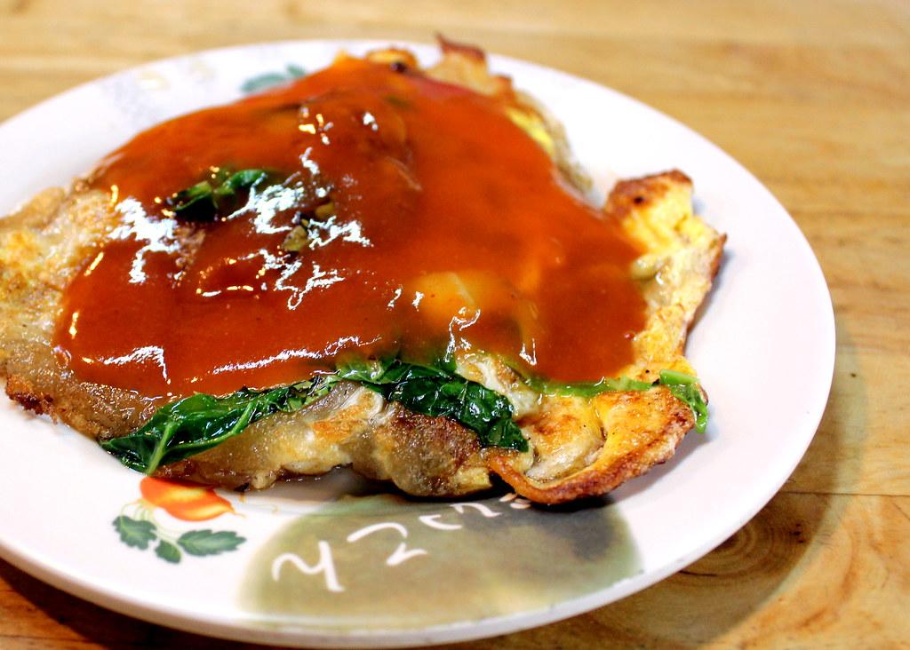 Taipei Night Market Trail: tonghua night market oyster omelette