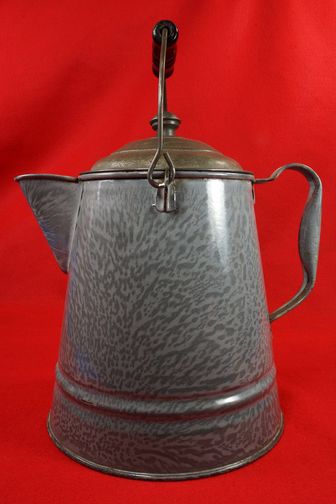 RD14935 Antique Large Gray Graniteware Coffee Pot with Lid & Black Wood Handle DSC07535