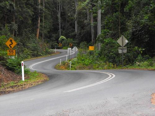 2015-09-06 Winding Armidale Road at Billys Creek NSW