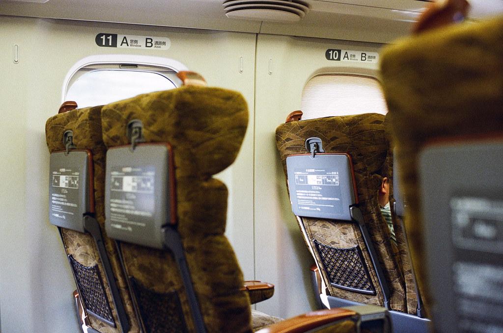 新幹線 広島 前往 福岡, from Hiroshima to Fukuoka. 2015/09/02 新幹線車廂內很大。  Nikon FM2 / 50mm Kodak UltraMax ISO400 Photo by Toomore