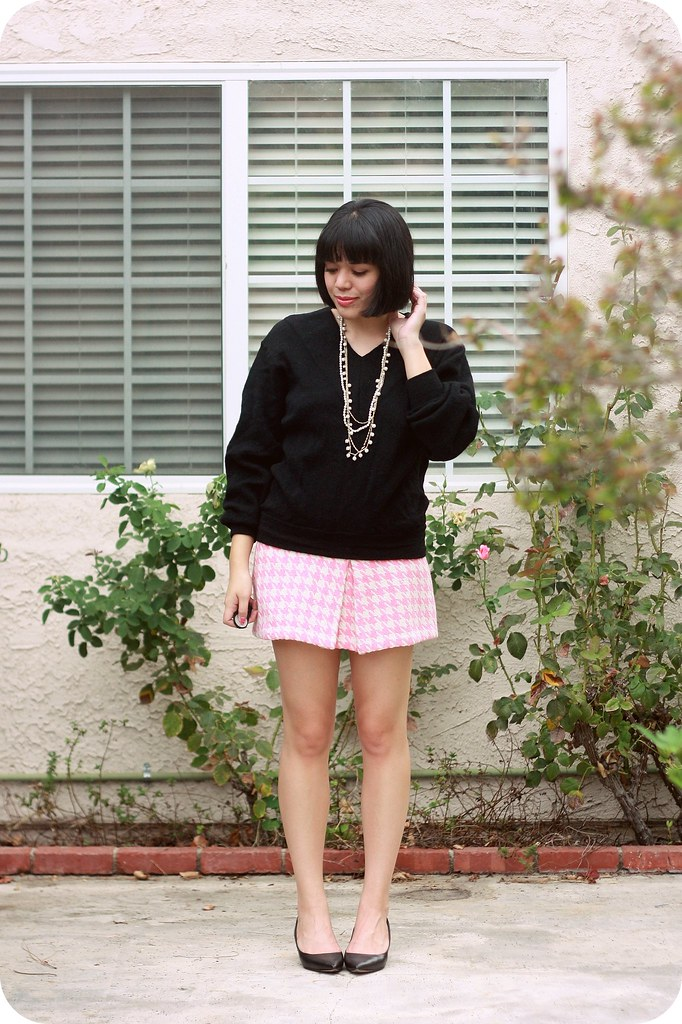 Sweets and Hearts style: outfit featuring vintage v-neck slouchy sweater, Happiness Boutique vintage statement necklace, Paul & Joe Target houndstooth skirt, Nine West pointy-toe kitten heels