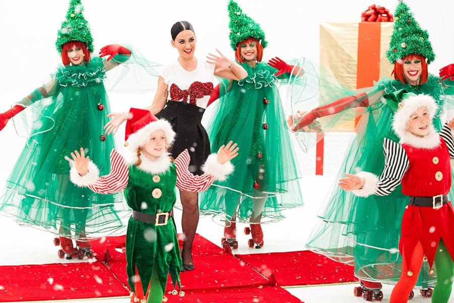 NOVB4-15-AL-Katy-Perry-holiday1