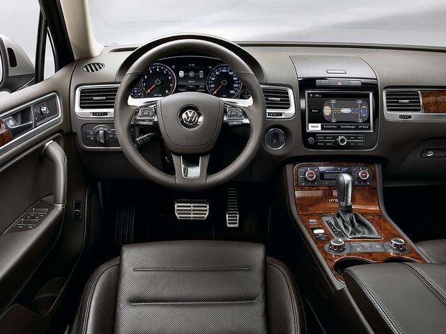 Салон Volkswagen Touareg Hybrid. 2010 – 2014 годы