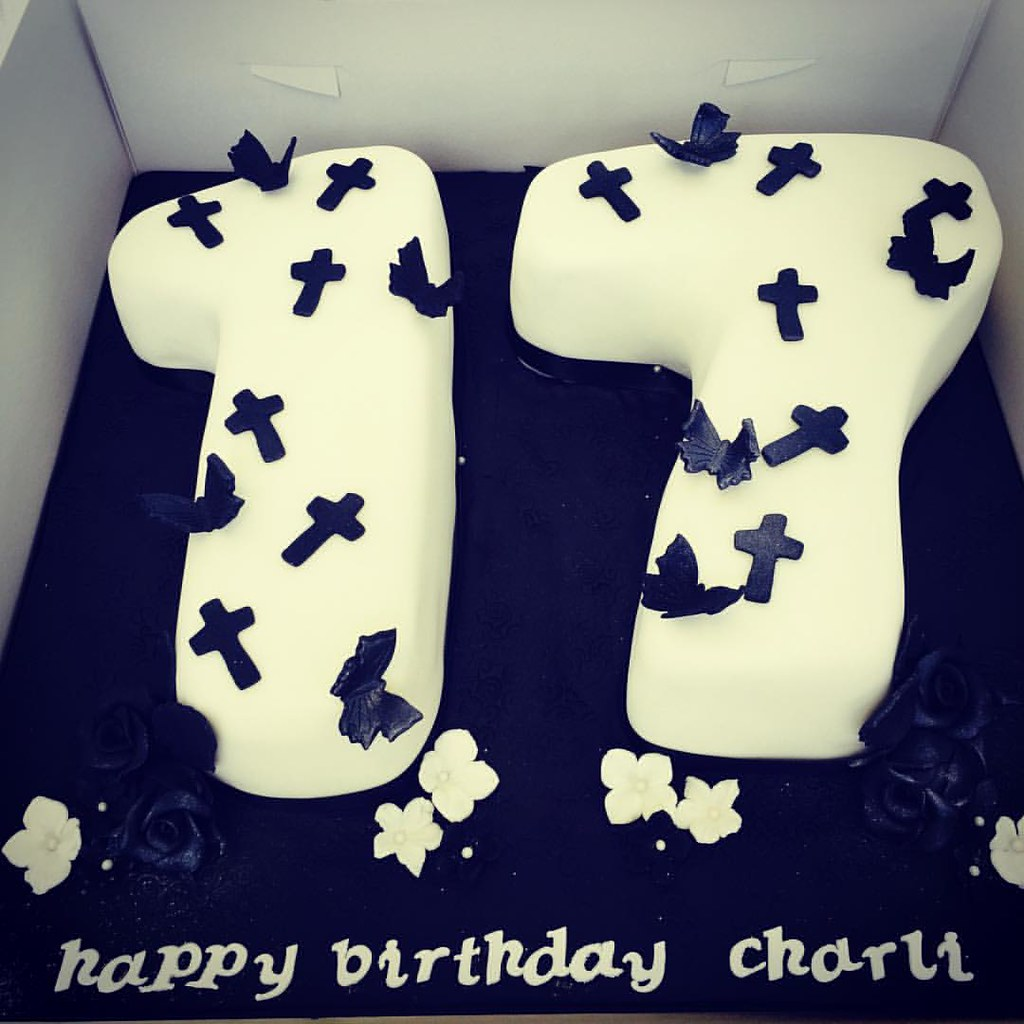Goth Inspired 17th Birthday Cake Daisycakesuktorquaydevon