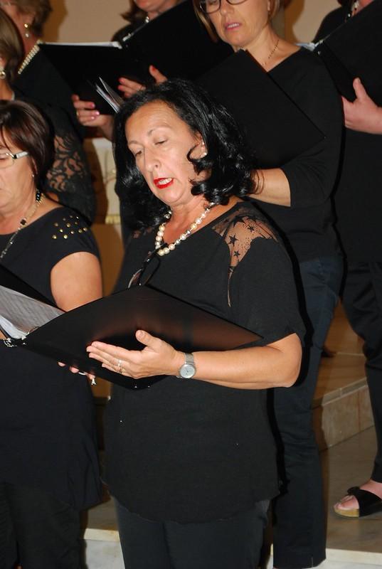 Rutigliano- Il coro della maestra Apollonio rende omaggio alle Nozze d'Oro della Parrocchia- (4)