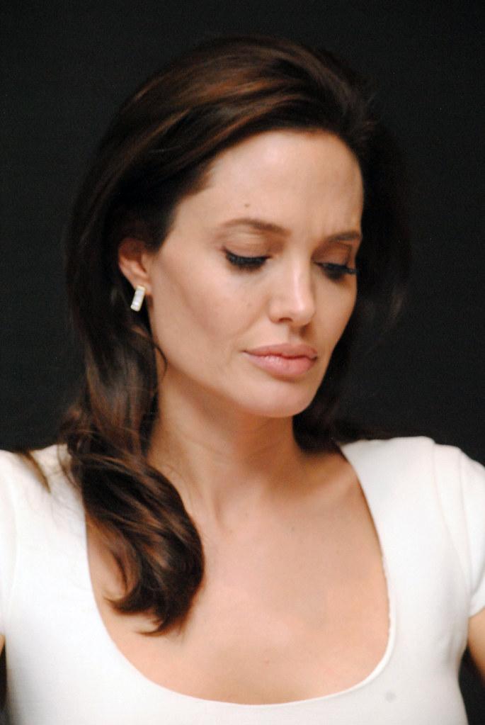 Анджелина Джоли — Пресс-конференция «Несломленный» 2014 – 96