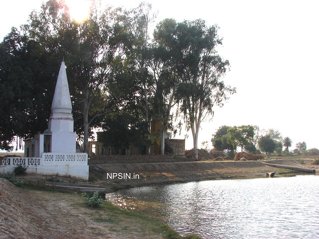 Most of the old temples in district Firizabad having a water pond near by, with similar concept.