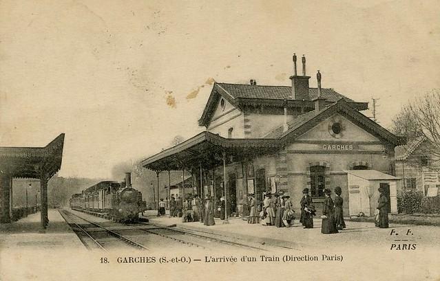 Garches arrivee du train en gare
