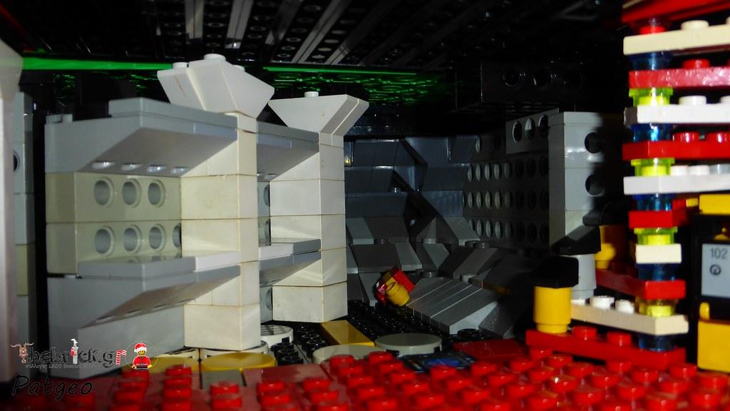 """[BuildtheBrick #2]: """"Santa's Workshop"""" 23268099113_c5747650d7_b"""