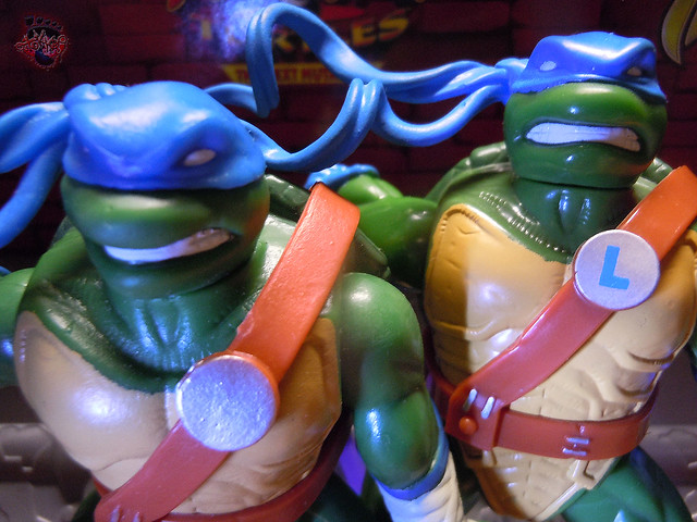 "Nickelodeon ""HISTORY OF TEENAGE MUTANT NINJA TURTLES"" FEATURING LEONARDO - 'NINJA TURTLES: THE NEXT MUTATION' LEONARDO v / ..with Original N.M. LEO '97 (( 2015 ))"