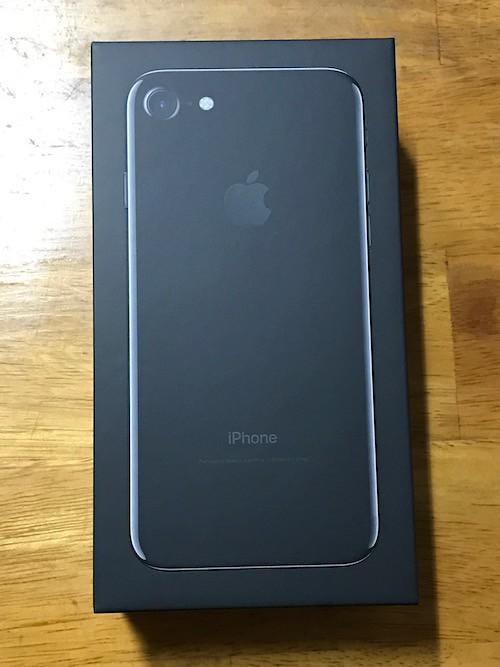 iPhone7のジェットブラックの外箱