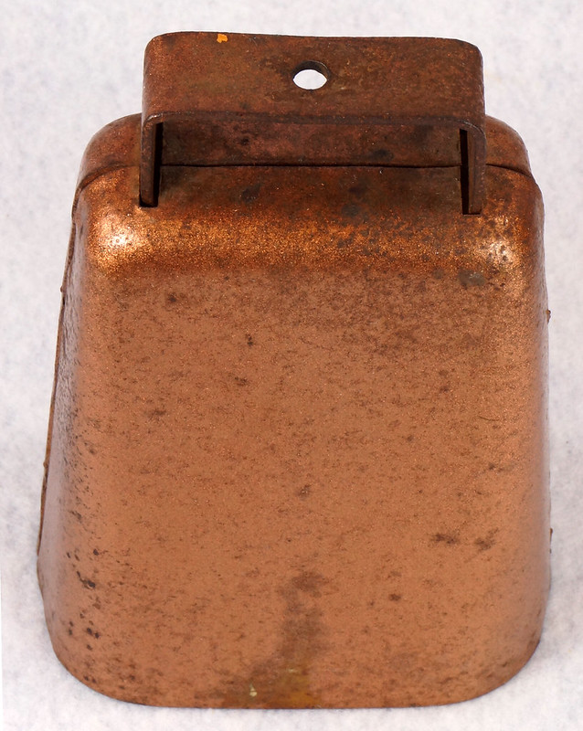 RD14823 Vintage Copper Colored Steel Cow Bell 5 inch Tall DSC09293