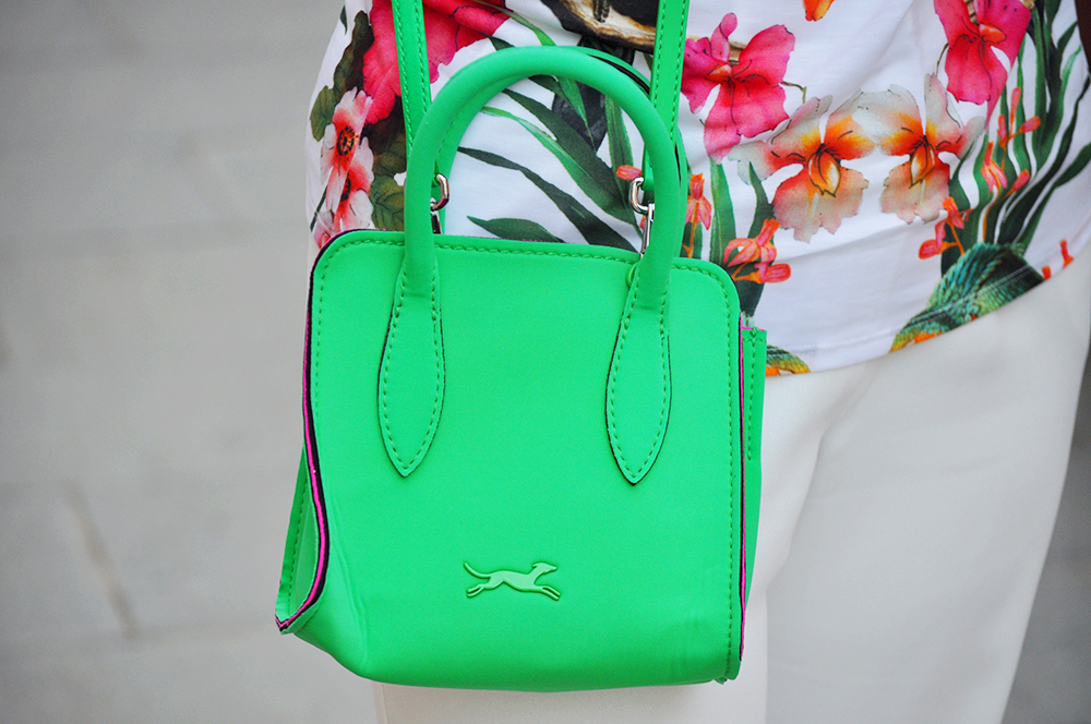 something fashion valencia blogger moda estilo, how to wear a turbant, bimba y lola neón green bag, ted baker T-shirt, white dress mango pants how to style rock total white floral outfit