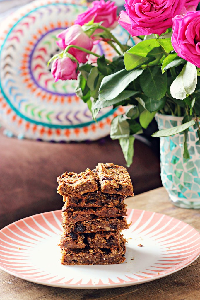 Gluten free vegan date and oat cereal bars recipe the little magpie
