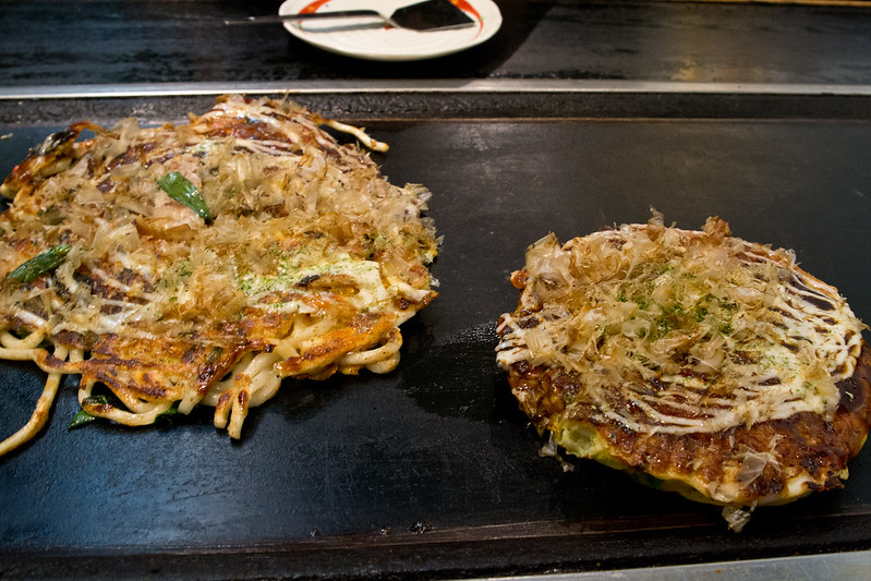 Cooking okonomiyaki in Nara | packmeto.com