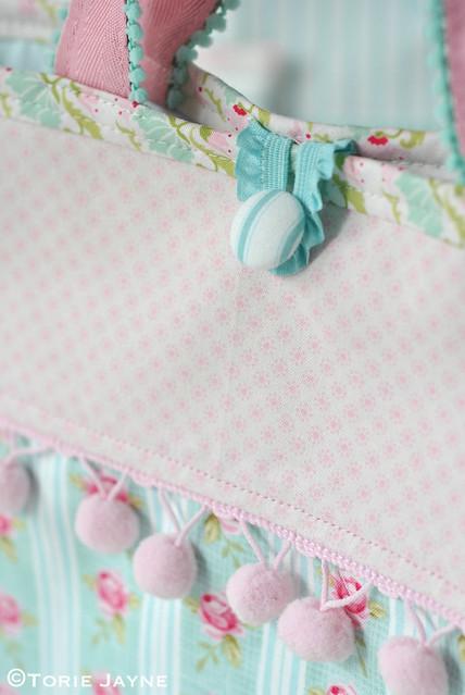 Pretty pom pom trim bag:tote tutorial