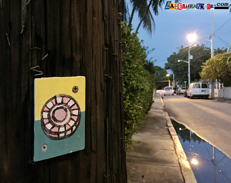 wheel painted on wood - street art - Key West - 8711