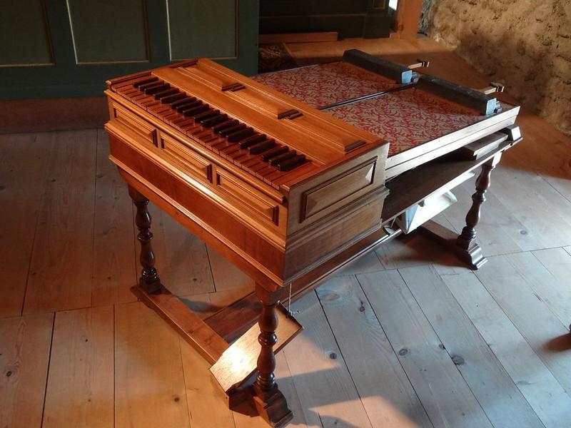 Le muséee suisse de l'orgue (en Suisse)  20521480733_7c9e41c802_c