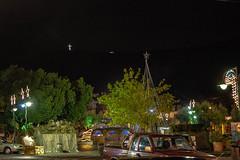 Νυχτερινή καταιγίδα πάνω από την στολισμένη για τις γιορτές των Χριστουγέννων Ψίνθο
