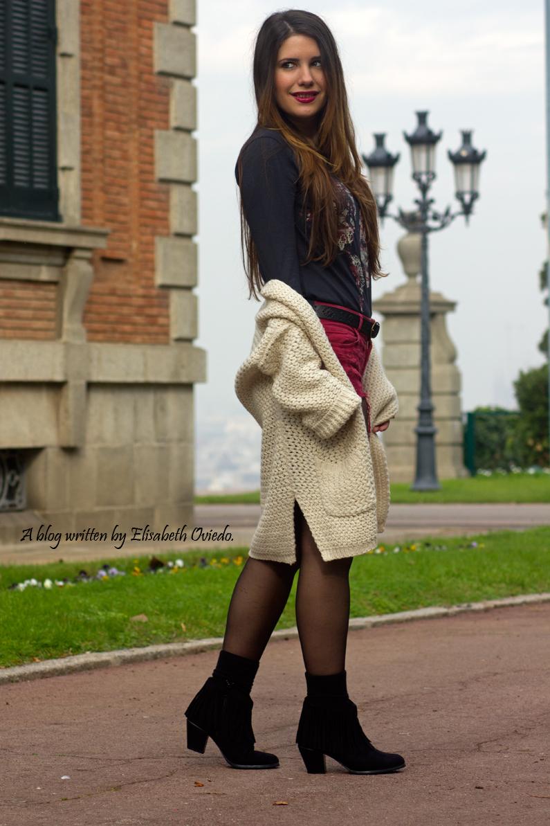 shorts rojos y cardigan blanco cuñas negras con flecos MARYPAZ EL CORTE INGLES HEELSANDROSES (5)