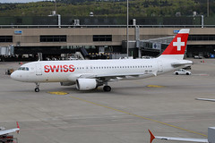 Swiss International Air Lines Airbus A320-214 HB-IJH 'Dübendorf'