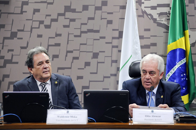 Vice-presidente da CCT, senador Waldemir Moka (PMDB-MS), e o novo presidente da CCT, senador Otto Alencar (PSD-BA) - Foto: Pedro França/ Agência Senado