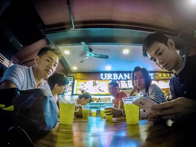 Dinner wif friends at #UrbanToastConnetion ��  #chinatown #singapore #2017 ⠀ ⠀ ⠀ ⠀ ⠀ ⠀ #latepost #holiday #dinner #kuliner #streetfood #streetstyle #hungry #hangout #singaporefood #happylife #enjoylife #explore #visitsingapore #travelgram #travelp