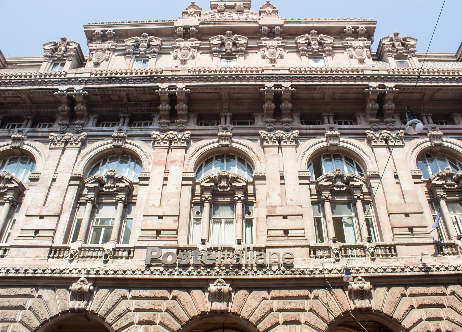 Генуя - Обратите внимание на логотип Итальянской почты.