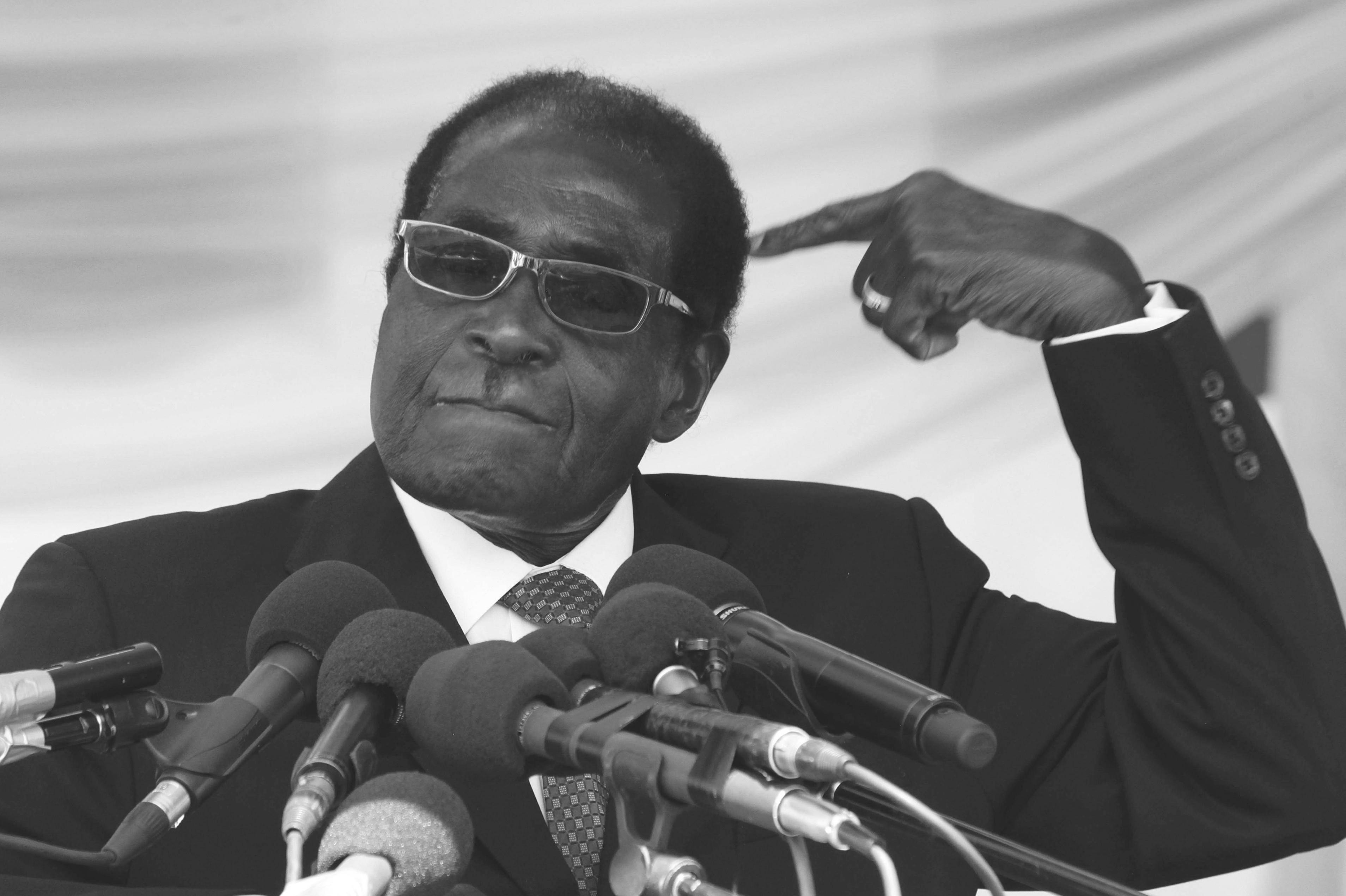 151023_ZIM_Robert_Mugabe_BW_6x9