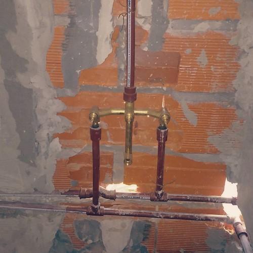 ROCA 1159. Cuadro de duchas en los baños