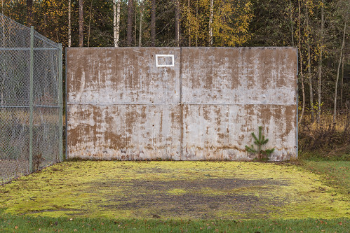nature grass basketball metal wall fence court suomi finland concrete chainlink skrubu keuruu pni pekkanikrus hotellikeurusselkä