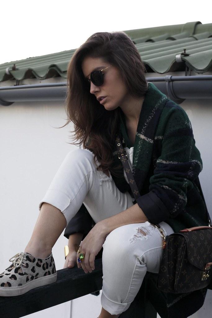 04_Green_tartan_coat_theguestgirl_outfit_laura_santolaria_blogger_barcelona_influencers_inspo_looks_casual
