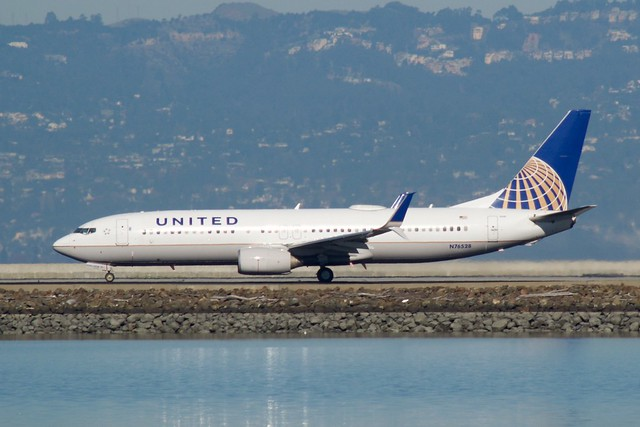 United Airlines Boeing 737 -800 N76528 split scimitar winglets DSC_0336