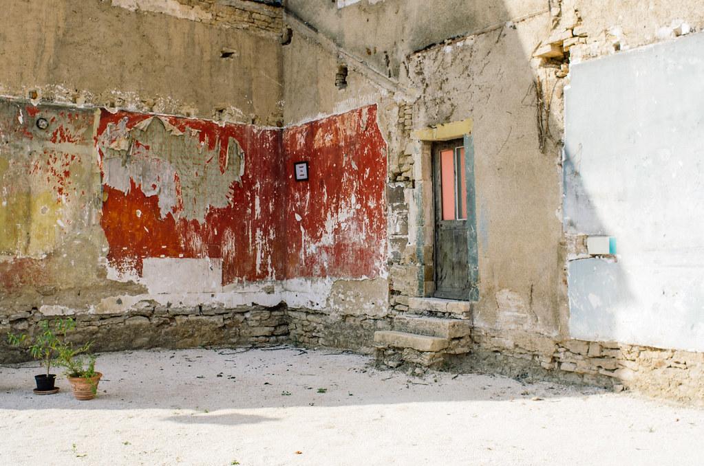 Dans l'Aube, chemins de Compostelle et via Francigena  - Carnet de voyage en France - De la couleur sur les murs