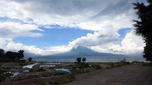 Panajachel y volcan