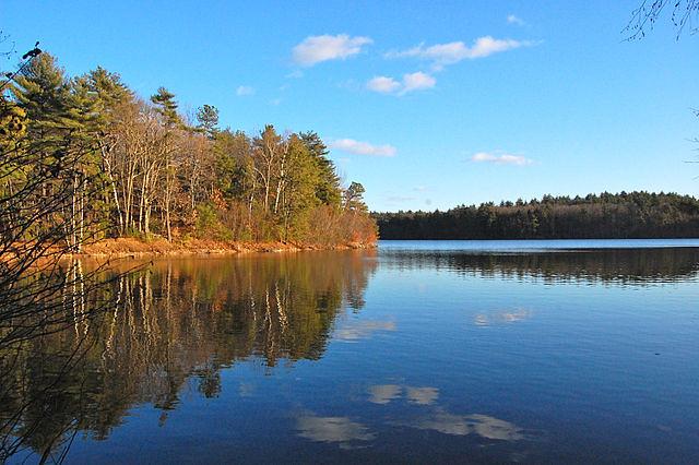640px-Walden_Pond,_2010