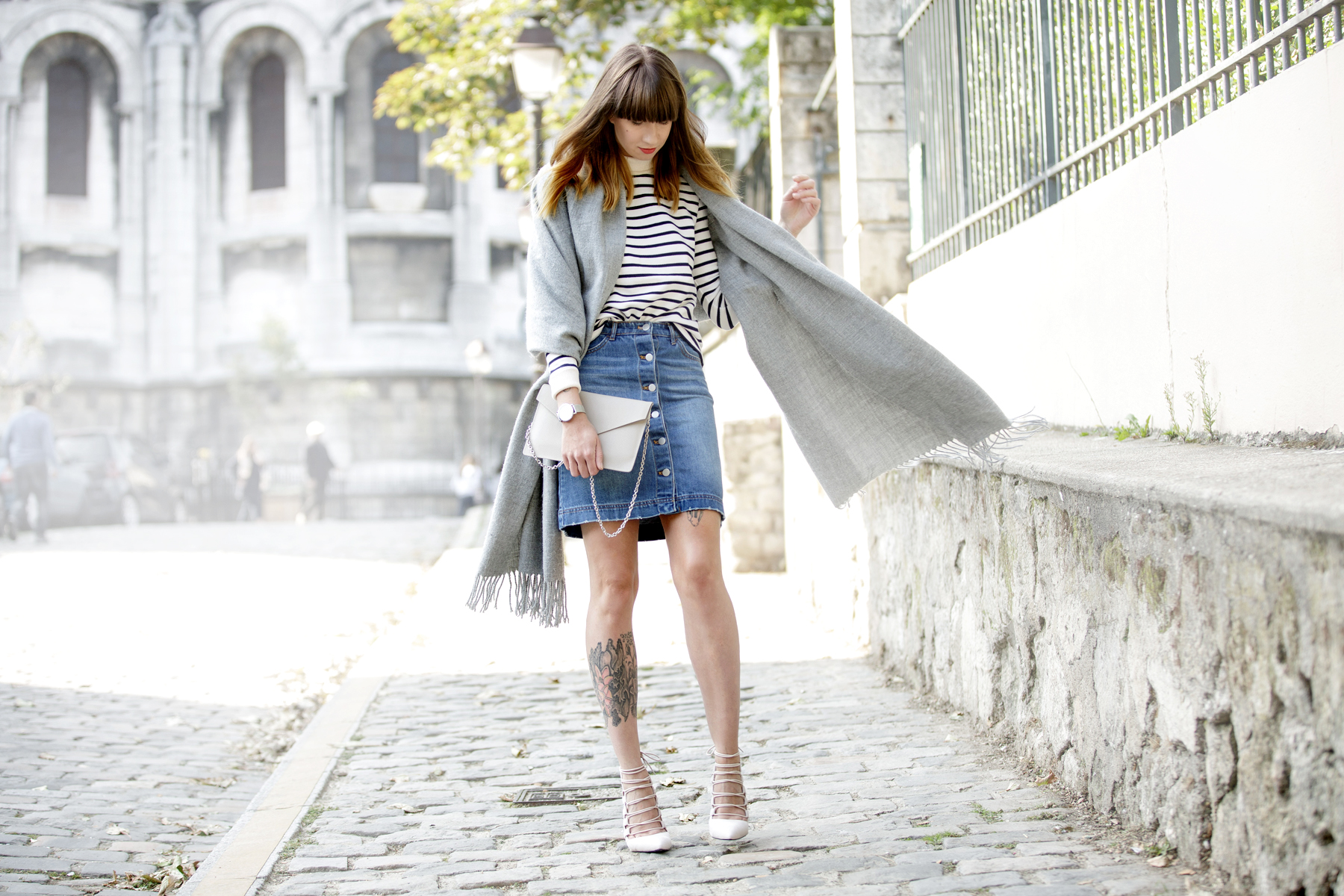 outfit ootd denim skirt grey scarf acne aquazzura high heels strappy montmartre sacre coeur paris streetstyle fashionblogger ricarda schernus cats & dogs blog pfw 5