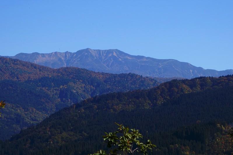 おまい山から望む白山 秋
