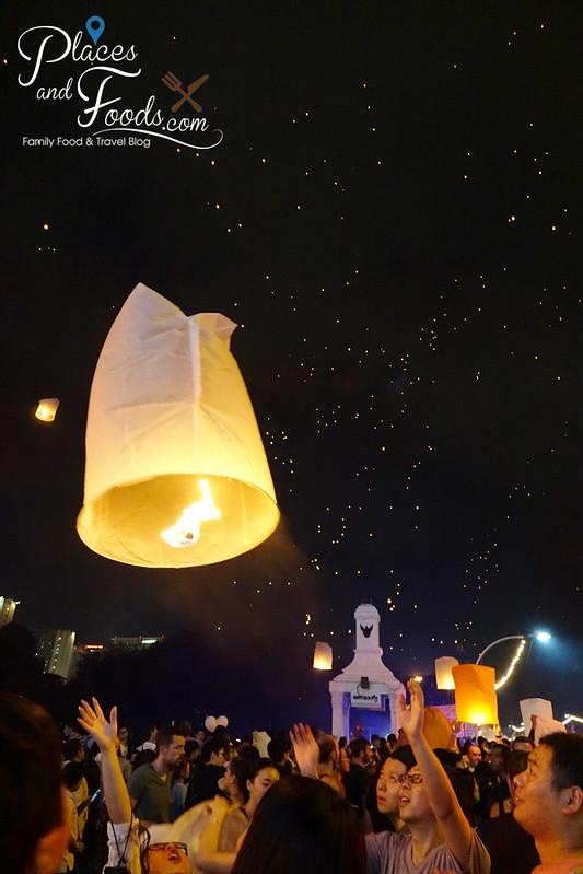 chiang mai loy krathong release sky lantern group