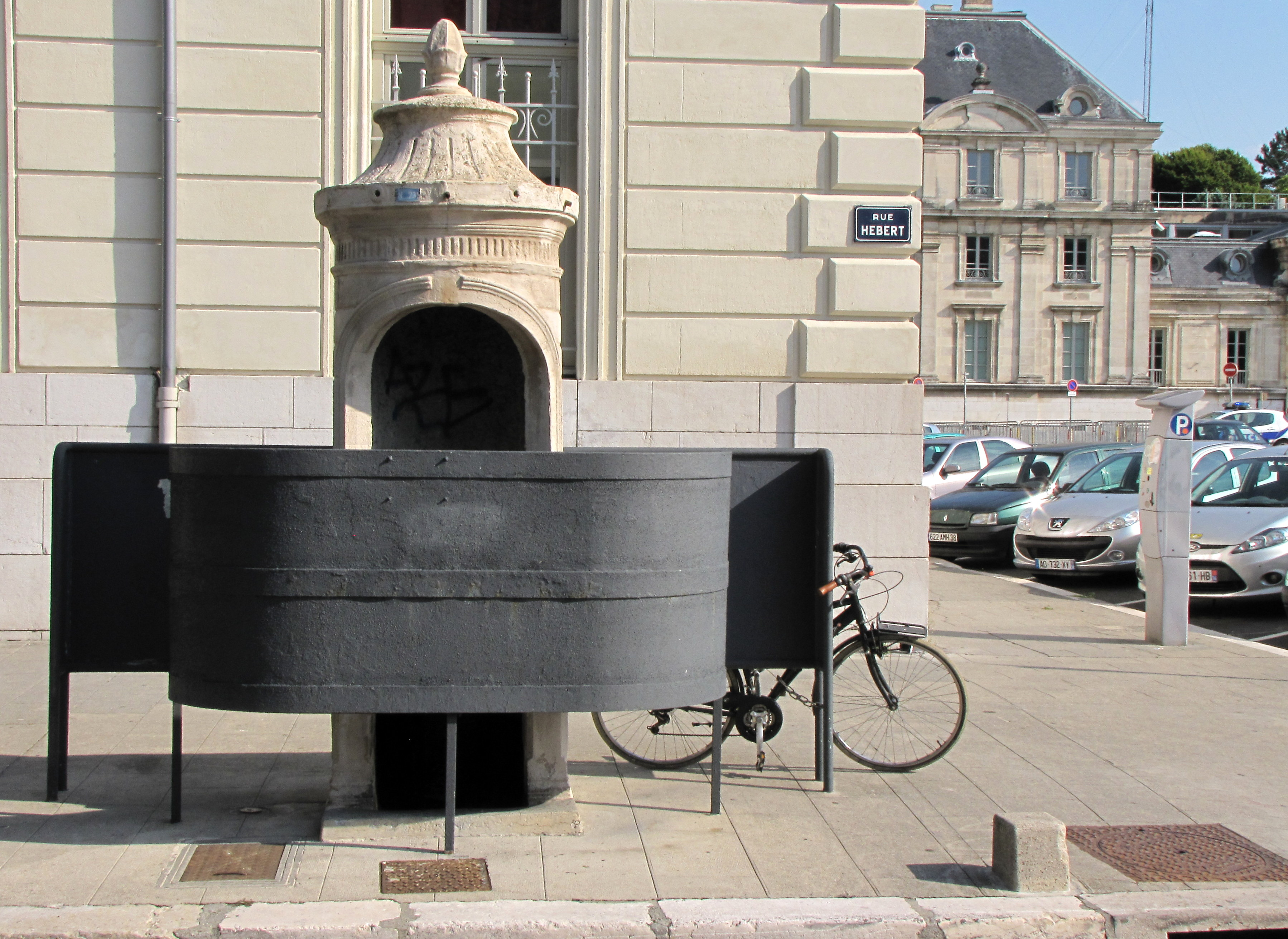 STREET VIEW : la dernière vespasienne de Bruxelles 20732084256_22d6079b8b_o