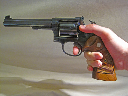 Revolvers... how to grip them? 20879215943_3d50069406