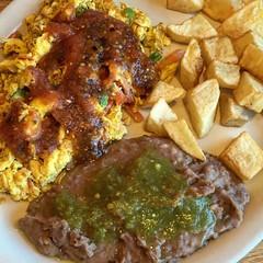 Huevos a la Mexicana, frijoles y papas. Not taqueria style, but good enough. #breakfast #huevos #mexicana