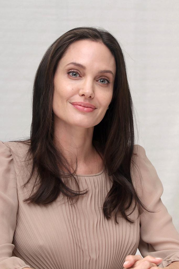 Анджелина Джоли — Пресс-конференция «Лазурный берег» 2015 – 59