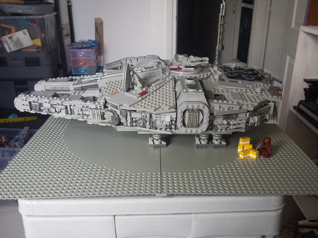 Lego Millennium Falcon right