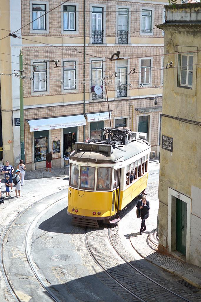 Tranvía típico de Lisboa.
