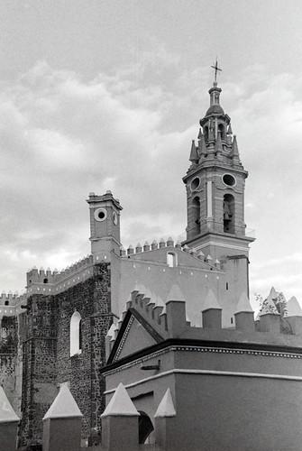 Detalle de la torre del ex convento de San Gabriel