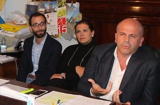 Da sinistra i nuovi assessori Giuseppe Modugno Mariella Annese e il sindaco Vitto