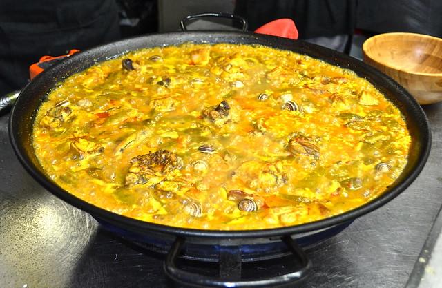 paella broth - paella cooking class valencia