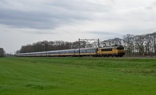 Griendtsveen NS 1770 ICK rijtuigen met Intercity Venlo-Den Haag (2008)